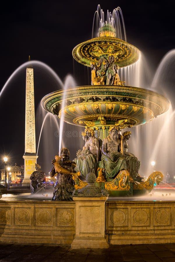 Place DE La Concorde fontein en obelisk bij nacht parijs royalty-vrije stock foto