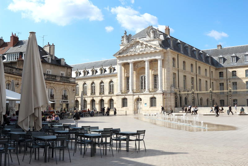 Place de la LibA©rationn和公爵的宫殿,第茂,法国 库存图片