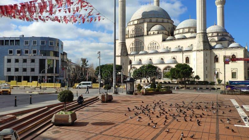 Place de la Mosquée Maltepe Rues vides le premier jour du blocage à cause de la pandémie du virus de Corona Nouveau type de coron photo libre de droits