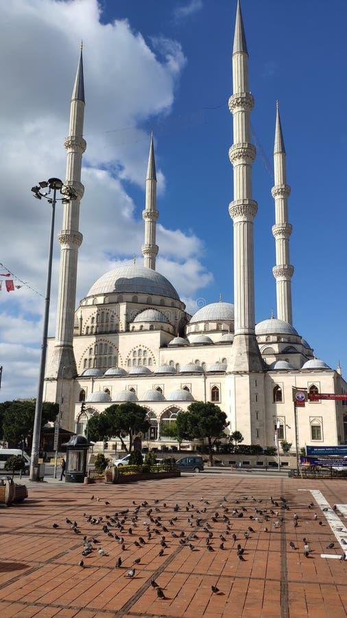 Place de la Mosquée Maltepe Rues vides le premier jour du blocage à cause de la pandémie du virus de Corona Nouveau type de coron image stock