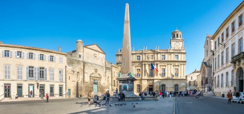 Place de la Republique in Arles, Frankreich stockbilder