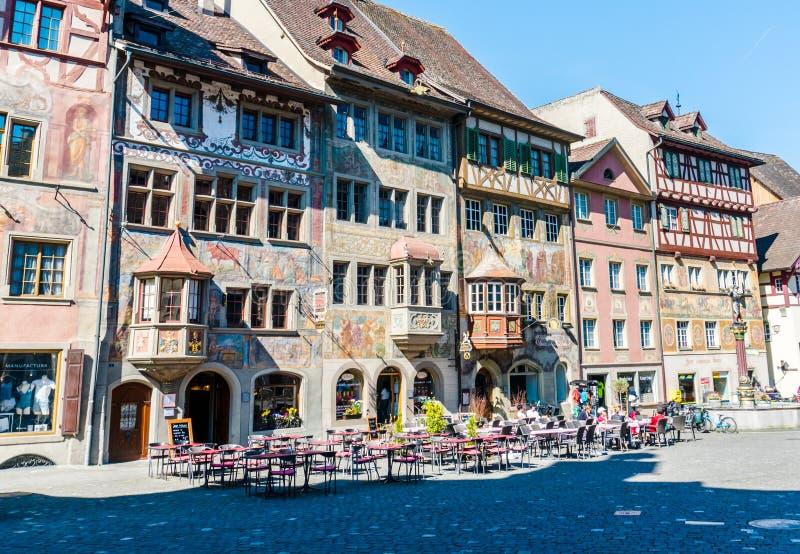 Place de la tache AM Rhein avec la peinture typique d'architecture et de fresque une belle et occupée journée de printemps photo libre de droits