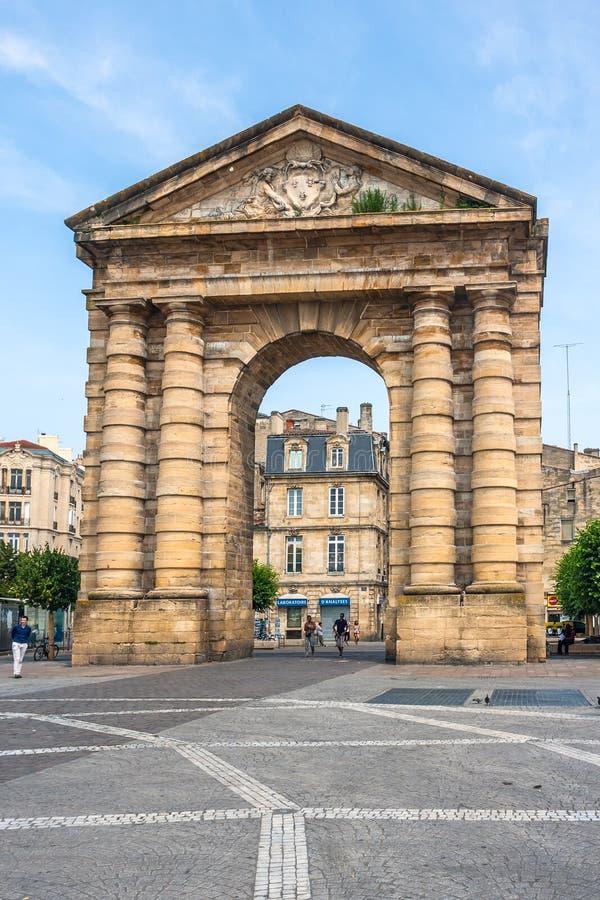 Place de la Victoire vicino al d'Aquitaine di Porte in Bordeaux fotografie stock