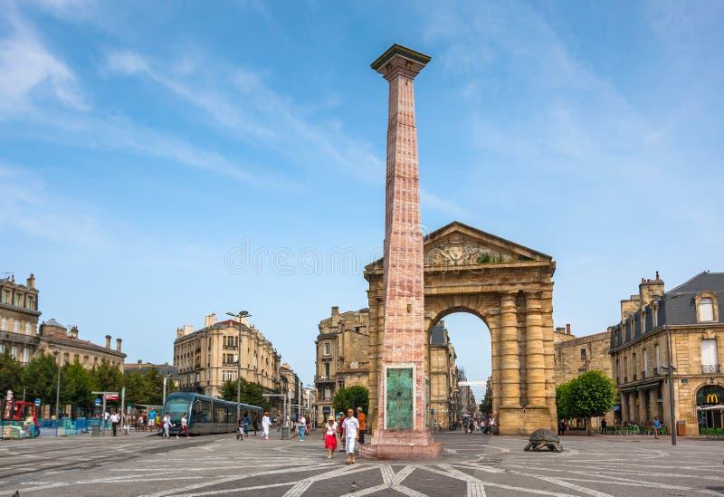 Place de la Victoire vicino al d'Aquitaine di Porte in Bordeaux fotografia stock libera da diritti
