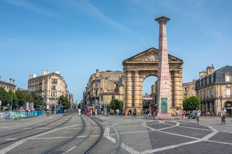 Place de la Victoire vicino al d'Aquitaine di Porte in Bordeaux immagini stock