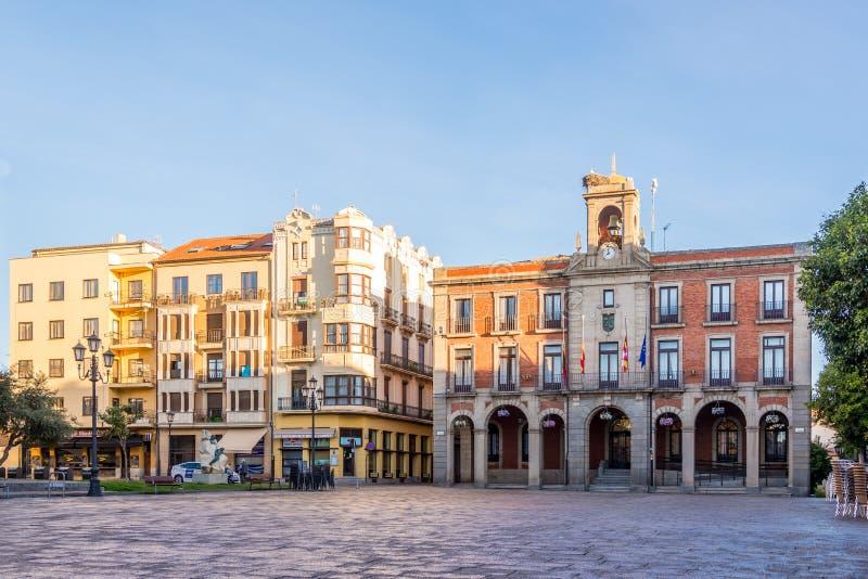 Place de maire avec le bâtiment d'hôtel de ville de Zamora en Espagne photo stock