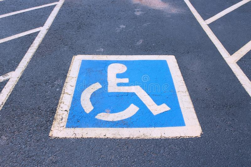 Place de parking handicapée photo libre de droits