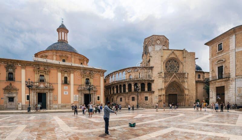 Place de Plaza de la Virgen Cathedral à Valence images stock