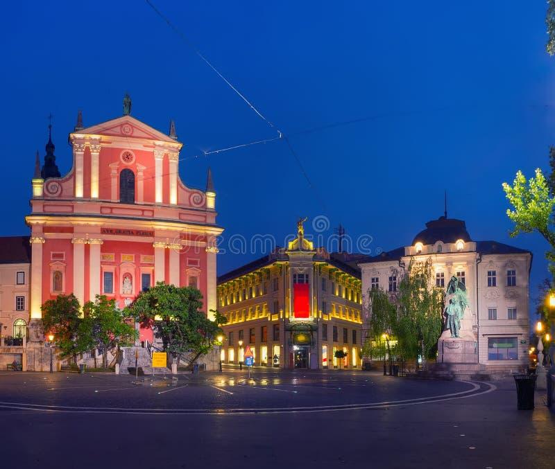 Place de Preseren au centre de Ljubljana, Slovénie la nuit images stock