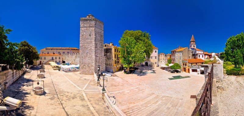Place de puits de Zadar cinq et vue panoramique d'architecture historique photos stock