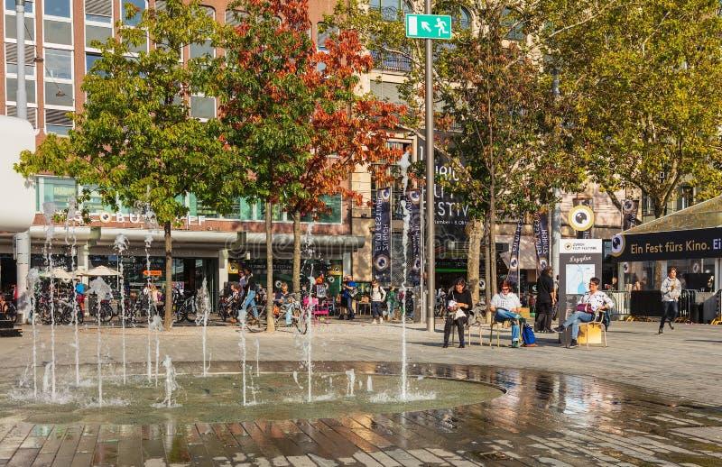 Place de Sechselautenplatz à Zurich pendant le film Festval de Zurich photographie stock