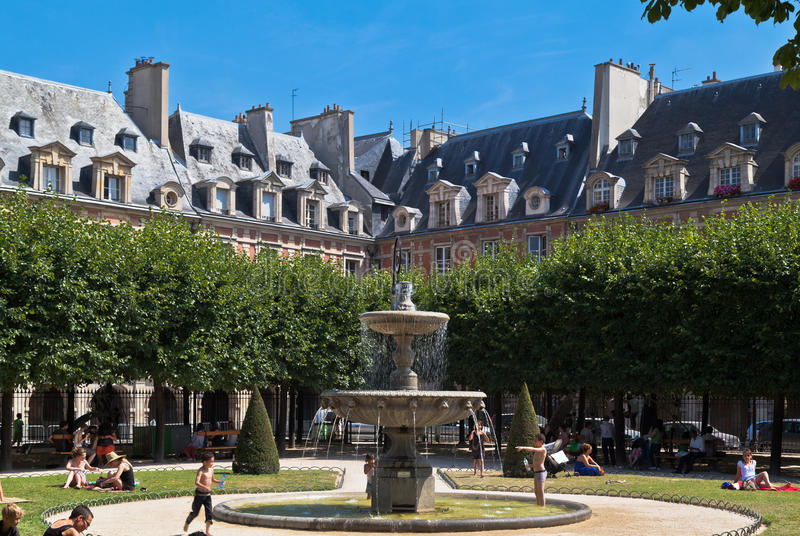 Download Place Des Vosges Fountain Paris France Editorial Photography - Image: 22497652