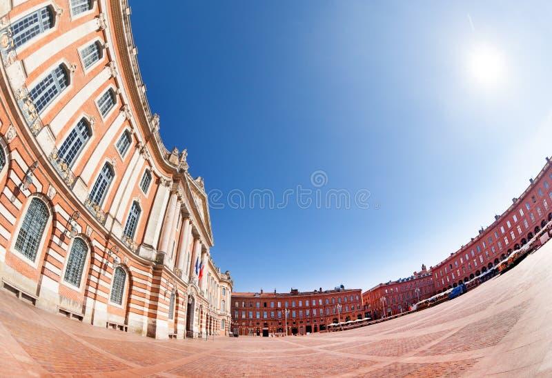 Place du Capitole und Rathaus von Toulouse lizenzfreie stockfotografie