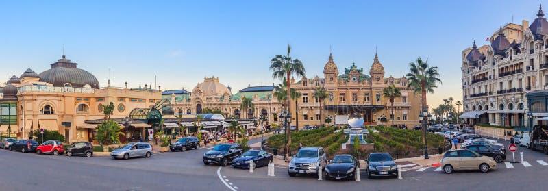 Place du Casino en Monte Carlo Monaco avec le casino grand et le Hote images libres de droits