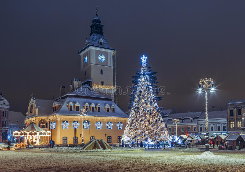 Place du Conseil sur Noël, Brasov, Roumanie photographie stock libre de droits