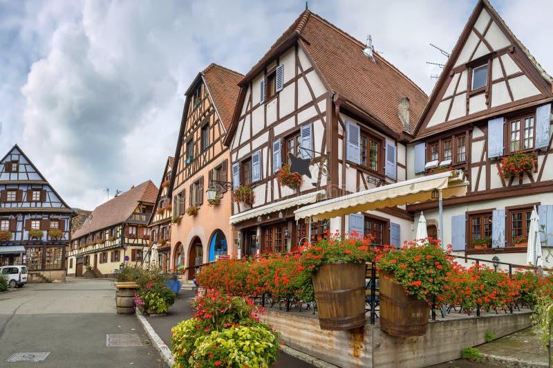 Place du marché en Dambach-La-Ville, Alsace, France images libres de droits