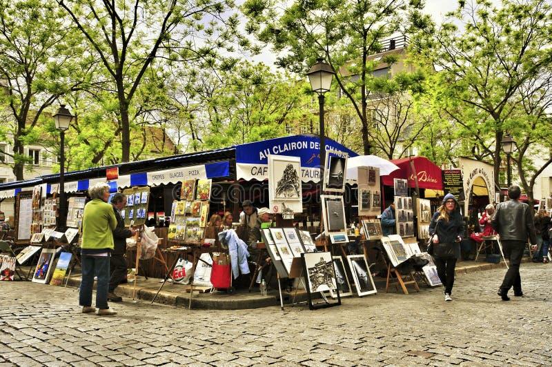 Place Du Tertre In Parijs, Frankrijk Redactionele Afbeelding - Afbeelding  bestaande uit horizontaal, frankrijk: 33245055