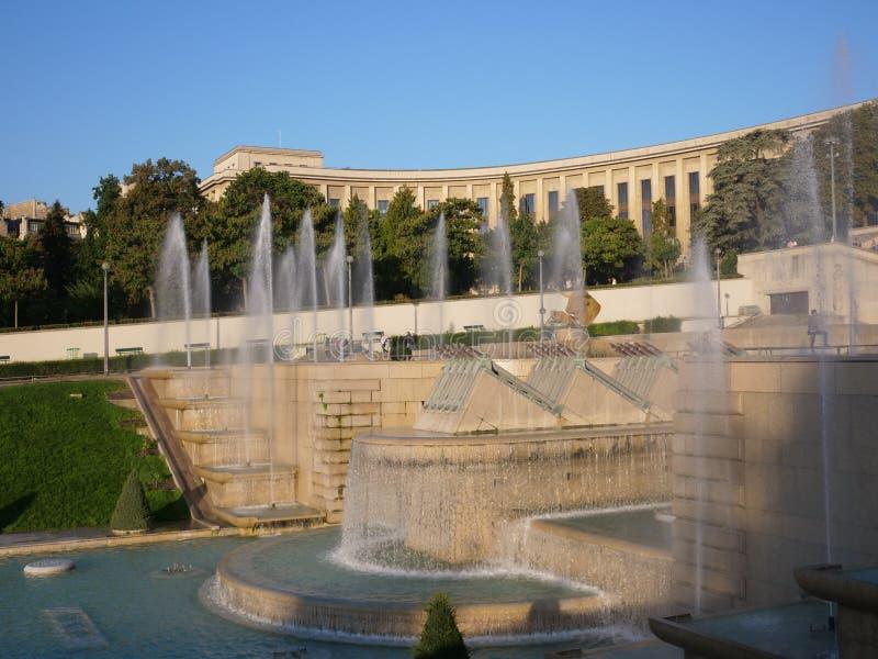 Place du Trocadero喷泉清早太阳 库存照片