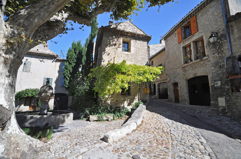 Place du vieux marche vaison la romaine vancluse in - Hotel vaison la romaine piscine ...