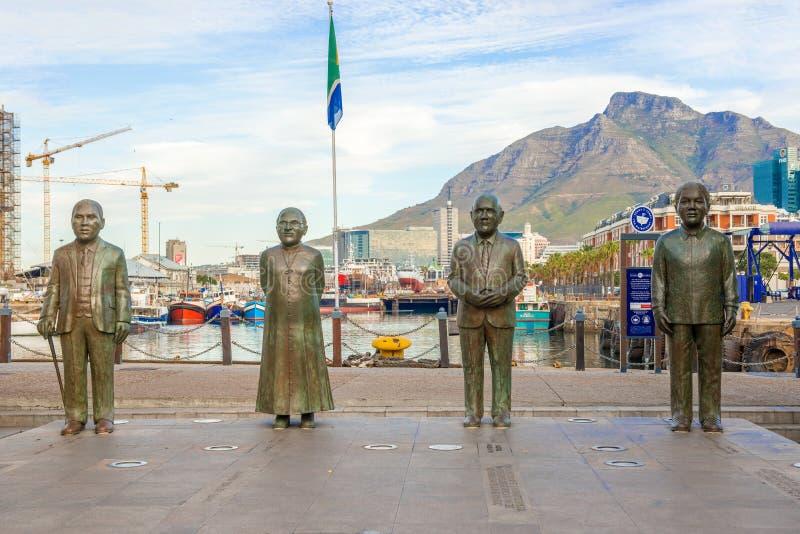 Place Nobel au bord de mer à Cape Town avec les quatre statues photographie stock libre de droits