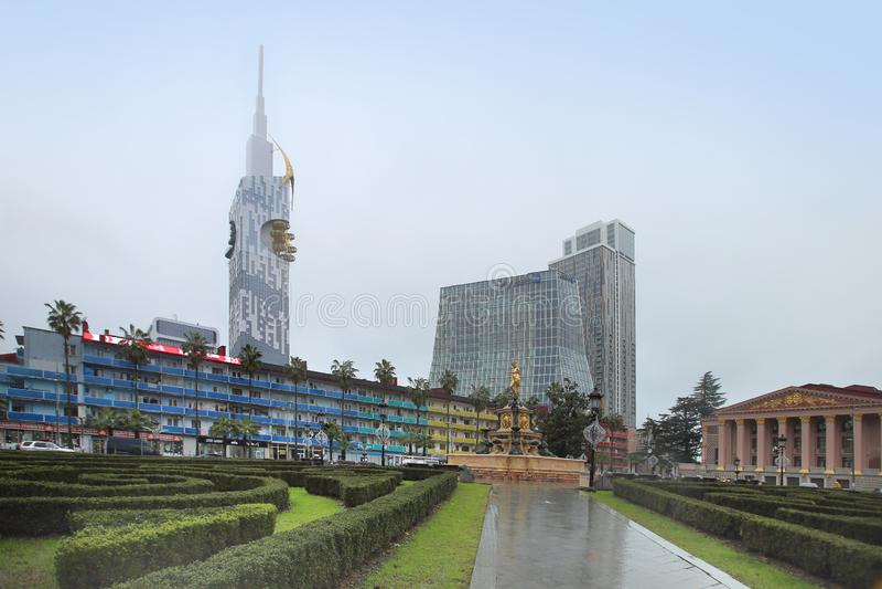 Place pluvieuse de théâtre de ville de Batumi en janvier, la Géorgie photo libre de droits