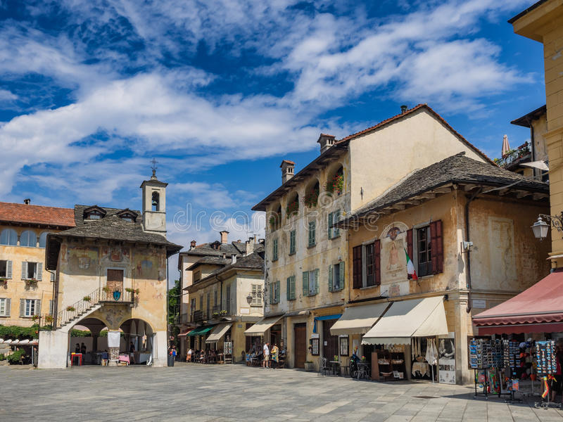 Place principale en Orta San Giulio au lac Orta Italie photo libre de droits