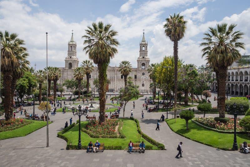 Place principale et cathédrale de ville d'Arequipa image stock