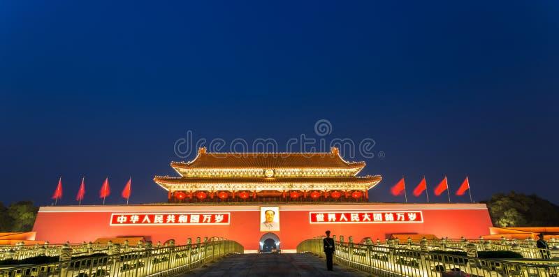 Place Tiananmen la nuit photographie stock