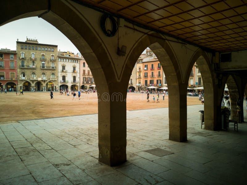 Place Vic de commandant de Plaça sous des arcades photographie stock