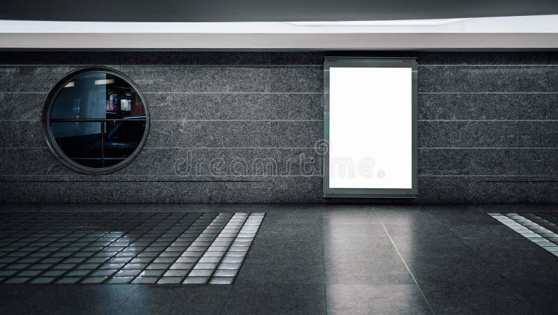 Placeholder vacío blanco de la publicidad en subterráneo imágenes de archivo libres de regalías