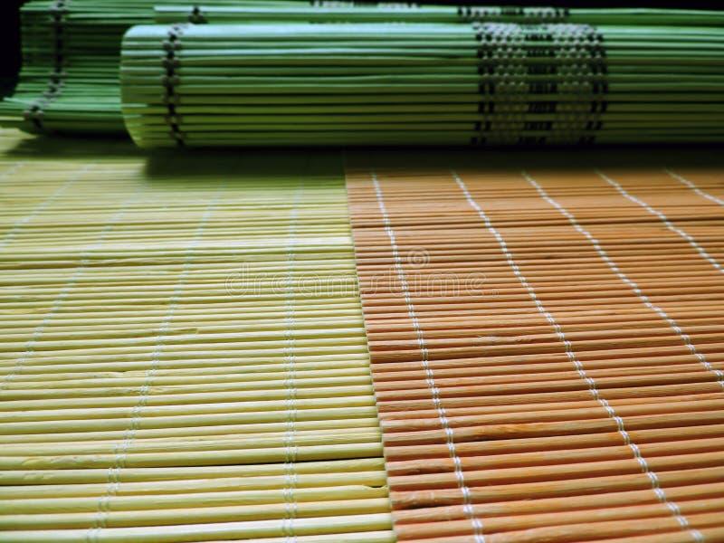 Placemats de bambú colorido fotos de archivo