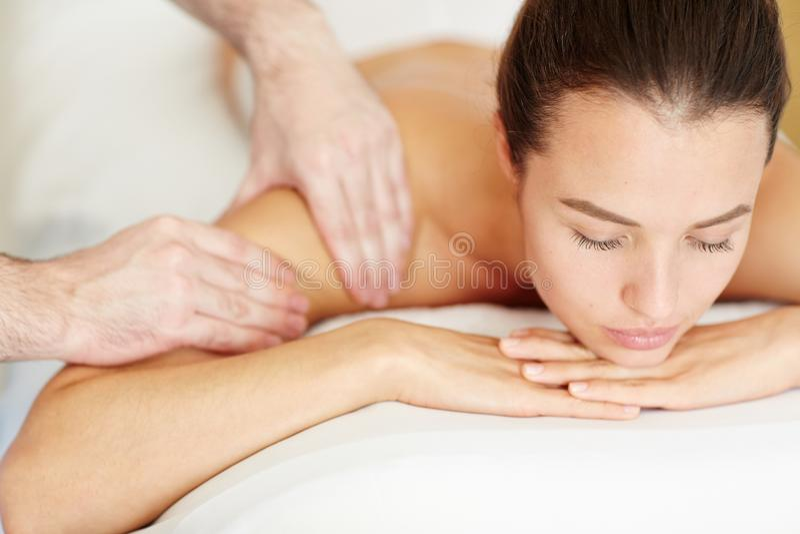 Placer del masaje foto de archivo