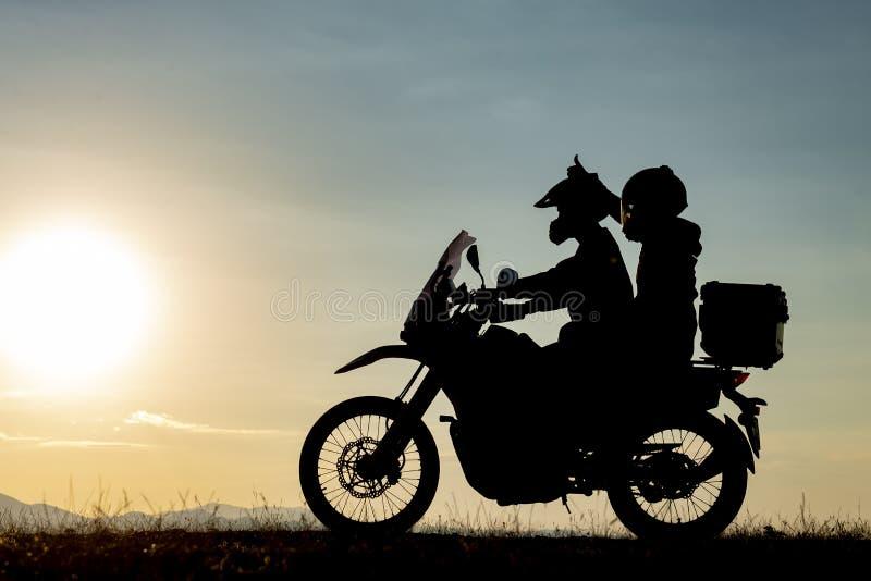 Placer y felicidad de los pares de la motocicleta fotografía de archivo libre de regalías