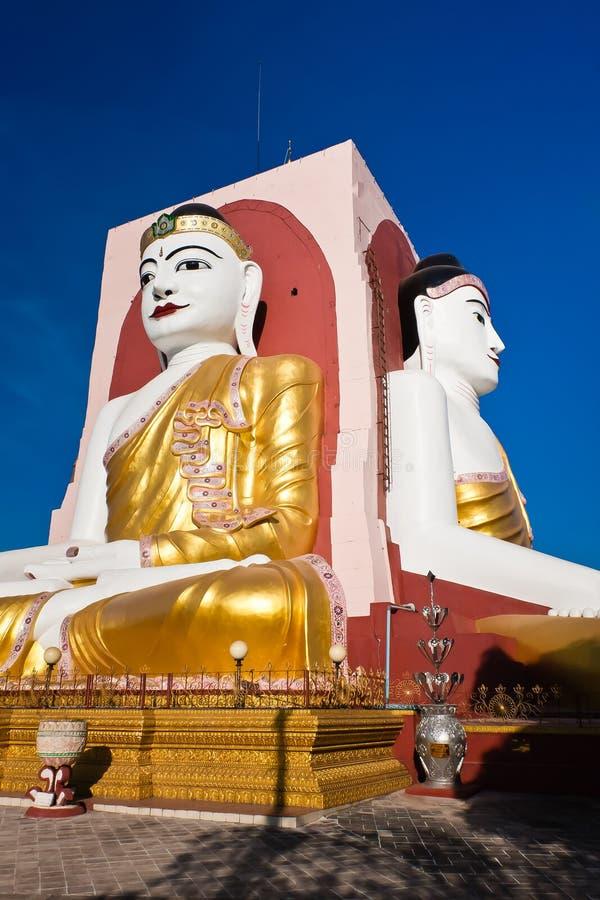 Placerade Buddha p? Kyaik Pun Pagoda, Bago, Myanmar royaltyfria foton