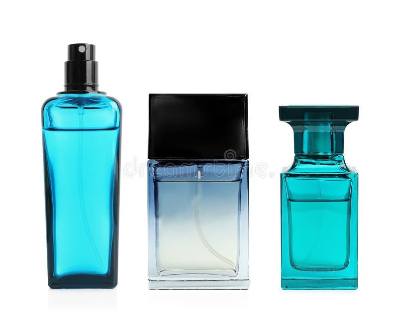 Placez avec différentes bouteilles de parfum vides image libre de droits