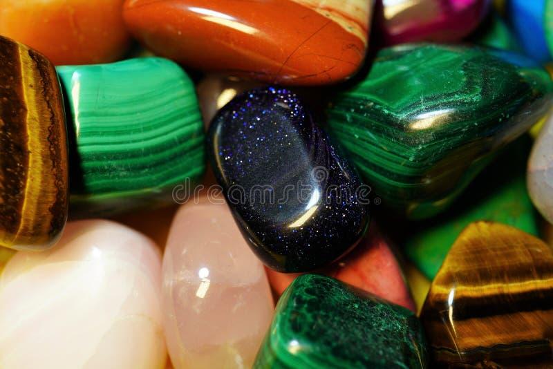 Placez de la pierre gemme semi-précieuse Beaux minerais de pierres gemmes image de plan rapproché semi-précieux de beaucoup de photos libres de droits