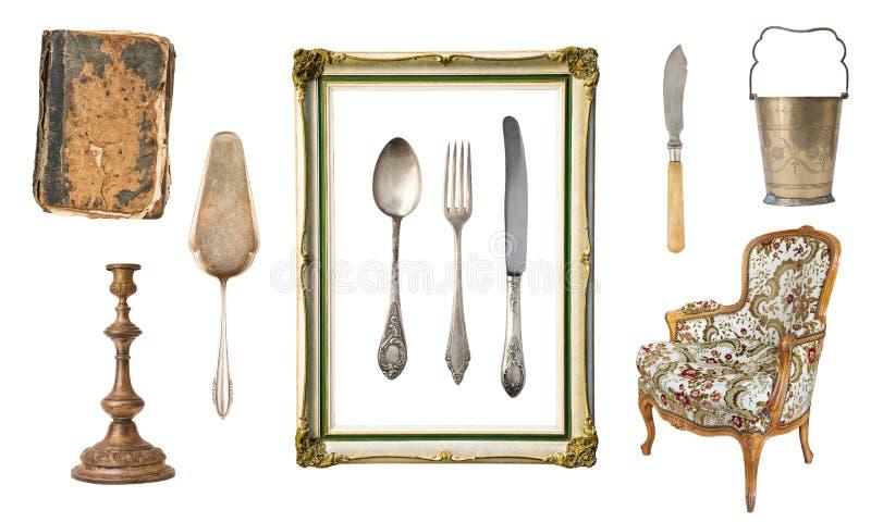 Placez de 10 vieux articles magnifiques de cru Vieux plats, appareils, bouilloires, chaises, livres, chandeliers, cadres de table images libres de droits