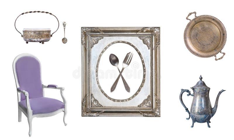 Placez de 8 vieux articles magnifiques de cru Vieux plats, appareils, bouilloires, chaises, livres, chandeliers, cadres de tablea photo libre de droits