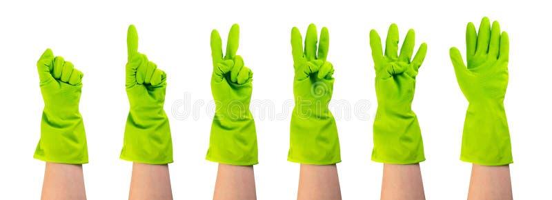 Placez des mains dans les gants en caoutchouc protecteurs verts d'isolement photos stock