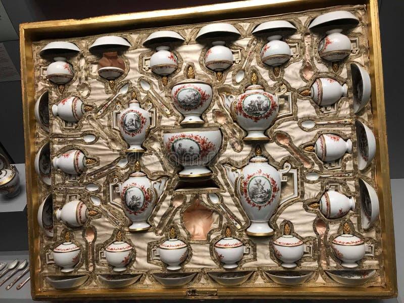 Placez des tasses antiques photos libres de droits