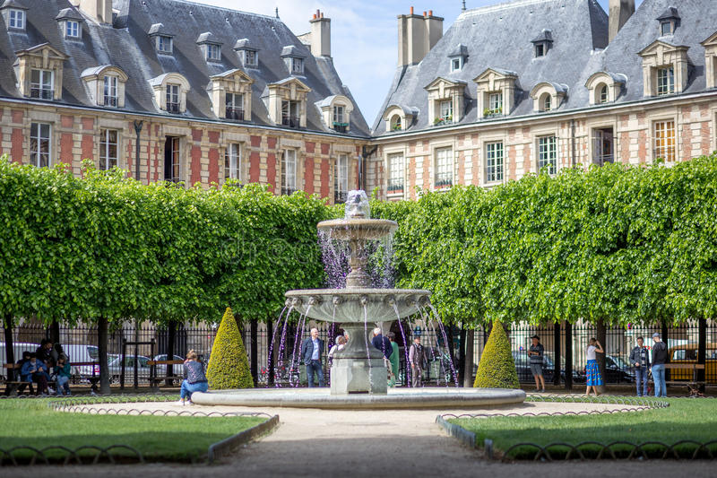 Placez DES VOSGES à Paris photographie stock libre de droits