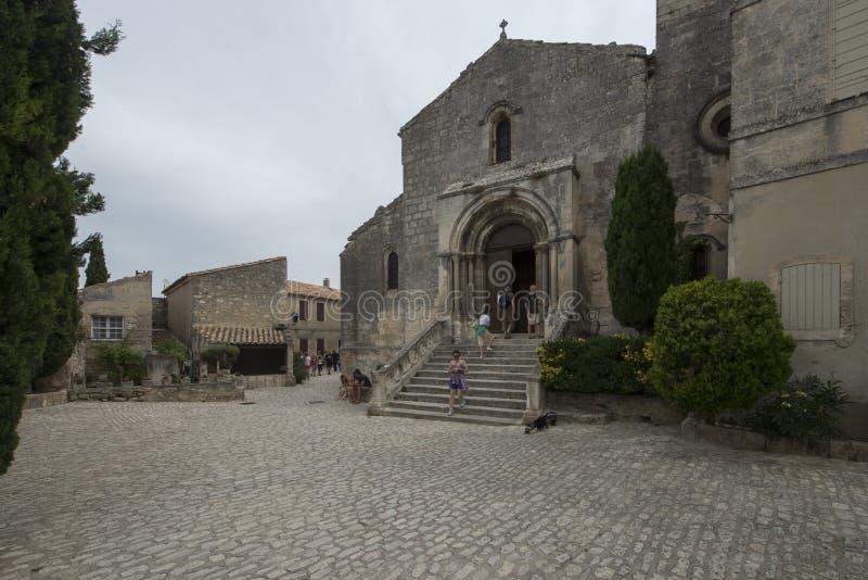 Placez l'église de Louis Jou et de Saint Vincent, Les Baux-De-Provence, France images stock