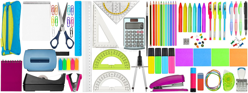 Placez la collection d'école colorée que fourniture de bureau la papeterie d'isolement sur le fond blanc photos libres de droits