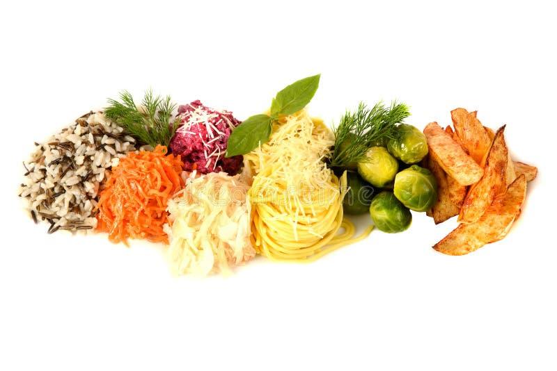 Placez le légume garnissent sur le fond blanc pâtes, fromage, chou, pommes de terre, betteraves, riz image stock