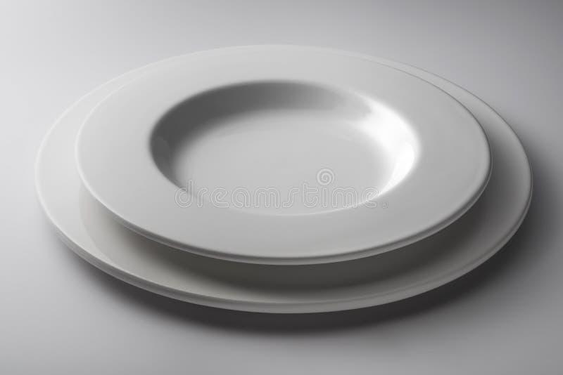 Placez le rond et le plat de cuvette et plat épais blanc image stock