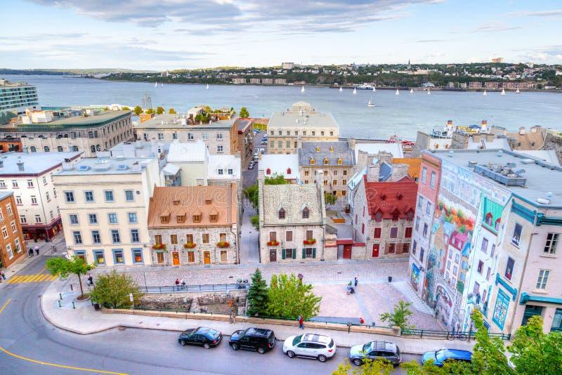 Placez Royale au vieux Québec montrant la peinture murale célèbre et le vieux port images stock