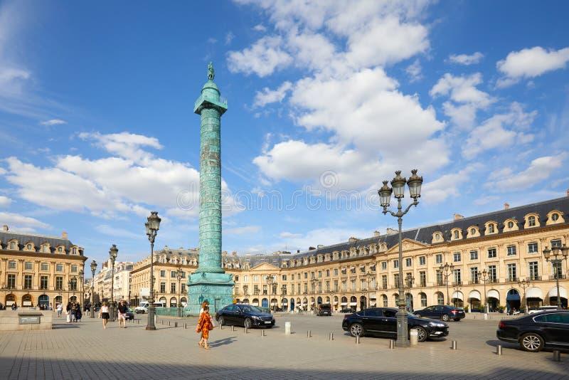 Placez Vendome avec des personnes et des touristes dans un jour ensoleill? ? Paris, France image libre de droits