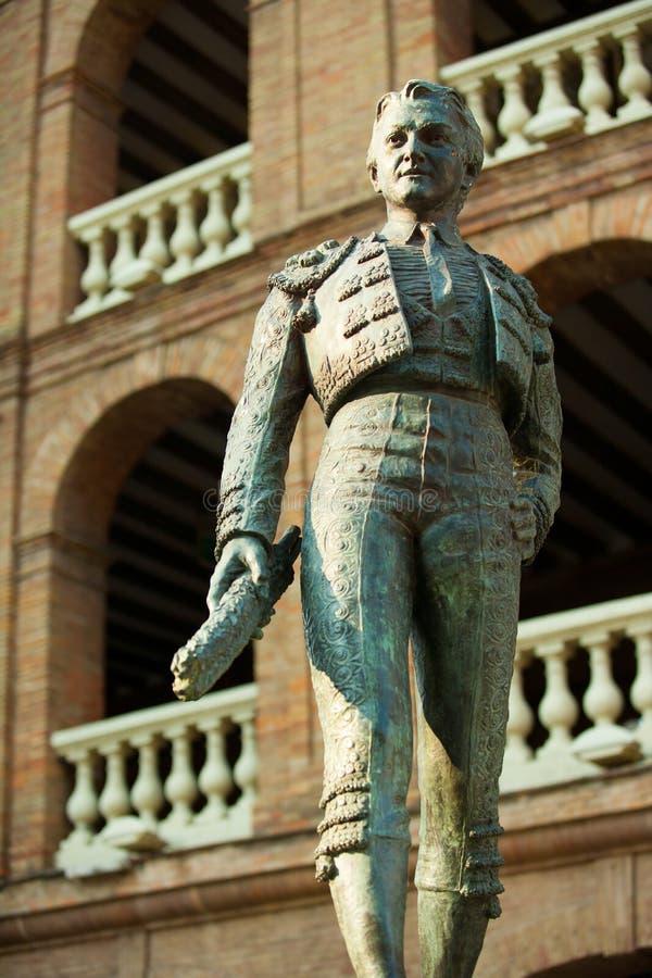 Placu De Toros De Walencja bullring z toreador statuą obrazy stock