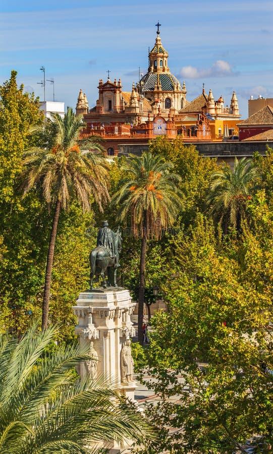 Placu Nueva Ferdinand statua Kościelny Salwador Seville Hiszpania fotografia stock