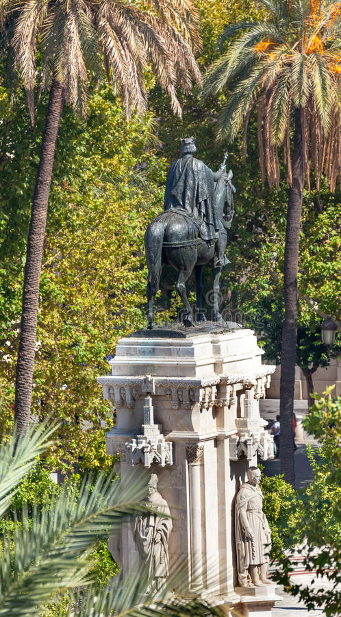 Placu Nueva Ferdinand statua Seville Andalusia Hiszpania zdjęcia royalty free